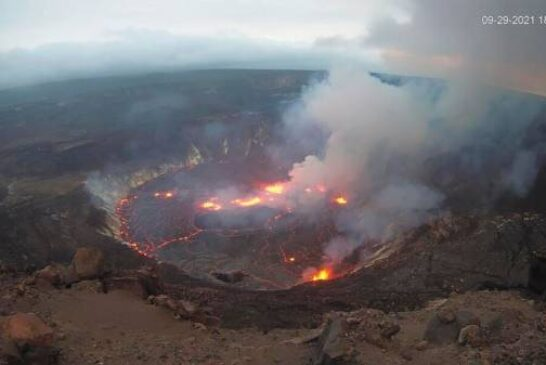 EXPLAINER: Fountaining Hawaii lava creates molten rock lake